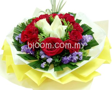 Rose Hand Bouquet 33